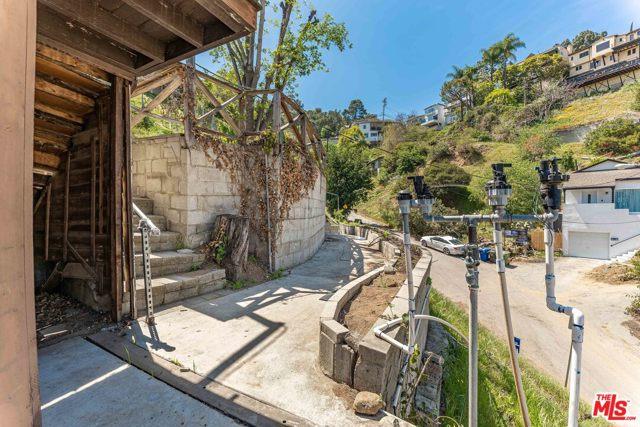 15. 6850 Cahuenga Park Trail Hollywood, CA 90068