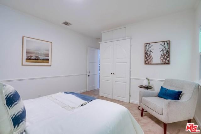 37. 1724 S Carmelina Avenue Los Angeles, CA 90025