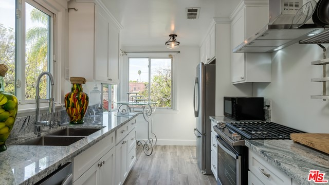 1133 S LONGWOOD Avenue, Los Angeles, CA 90019