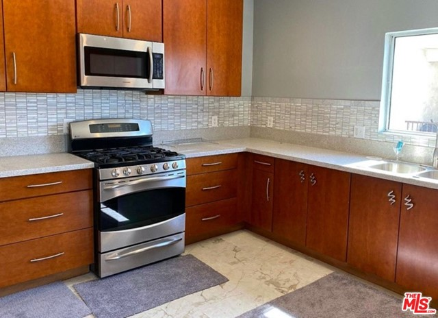 3055 W 104TH Street, Inglewood, CA 90303