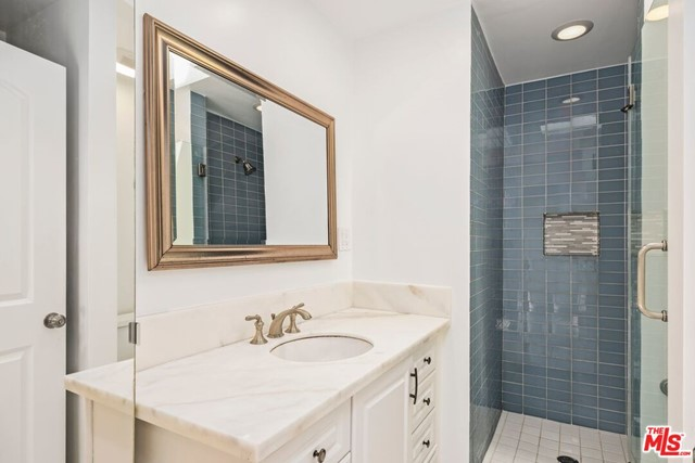 38. 745 N Poinsettia Place Los Angeles, CA 90046