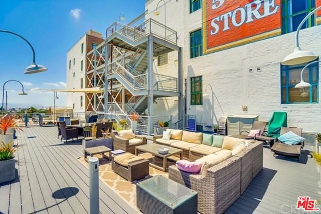 22. 100 W 5Th Street #3A Long Beach, CA 90802