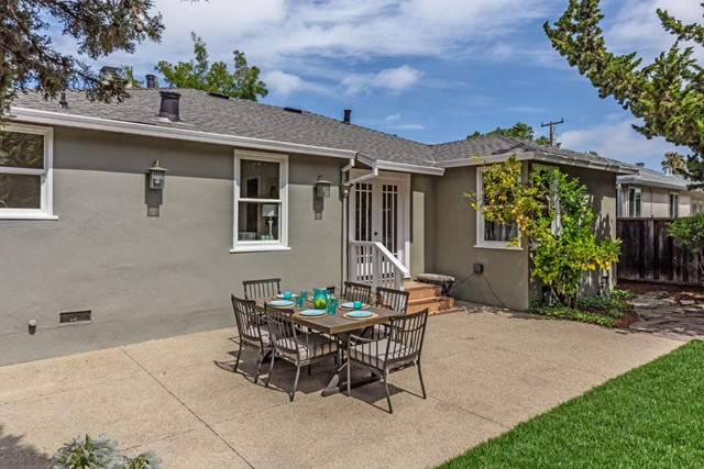 18. 1176 Eighteenth Avenue Redwood City, CA 94063