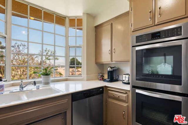 16. 14106 Dickens Street #301 Sherman Oaks, CA 91423