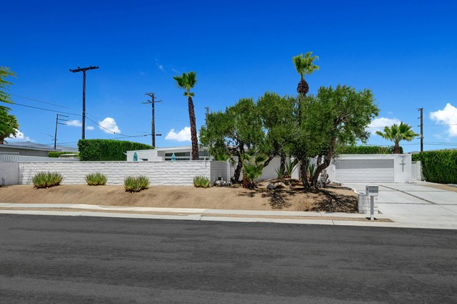 3. 3390 E Paseo Barbara Palm Springs, CA 92262