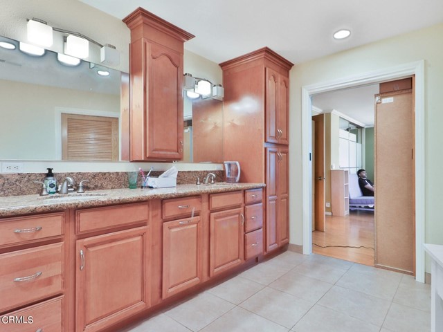 18. 11533 Coralberry Court Moorpark, CA 93021