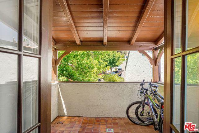 22. 5198 Ellenwood Drive Los Angeles, CA 90041