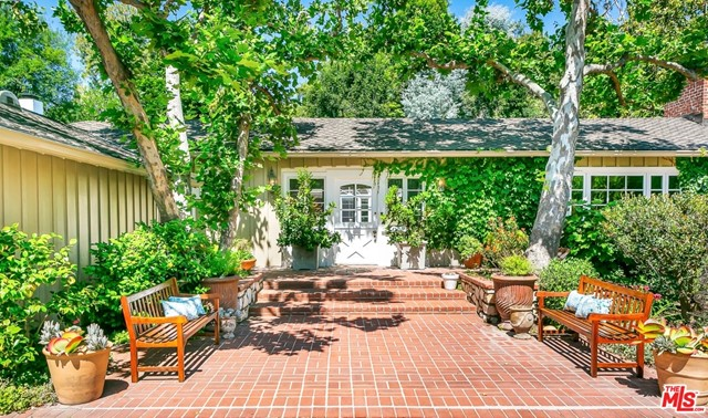 1665 MANDEVILLE CANYON Road, Los Angeles, CA 90049