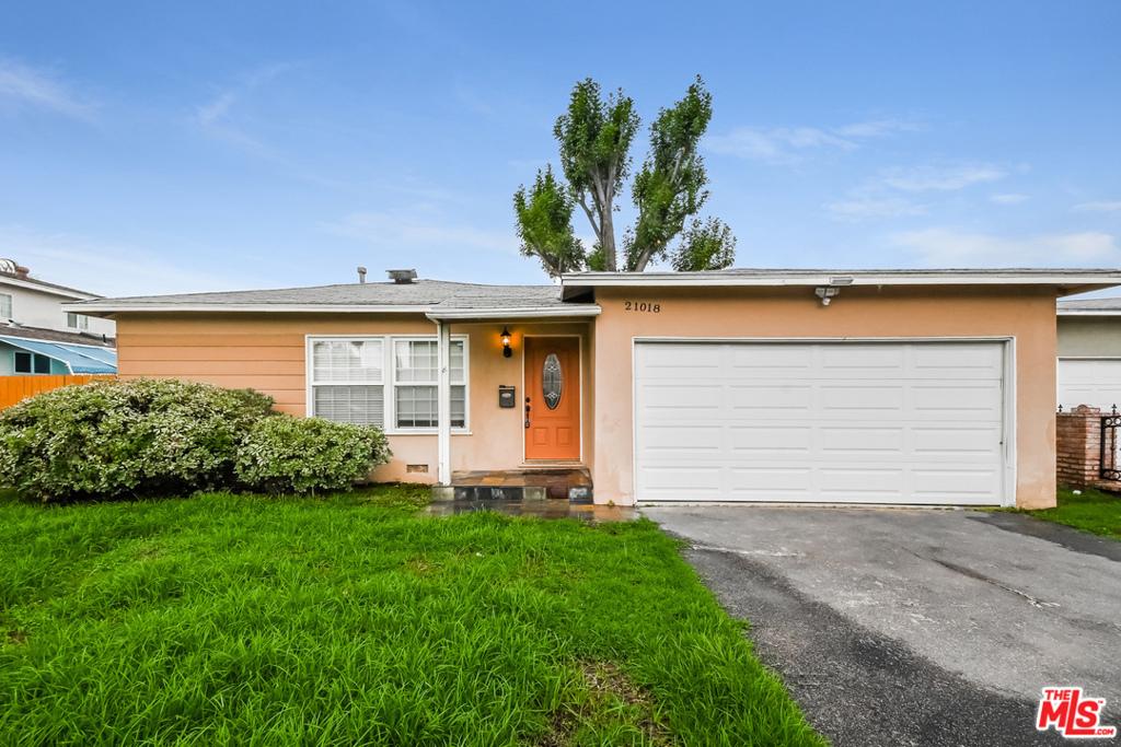 21018     Lull Street, Canoga Park CA 91304