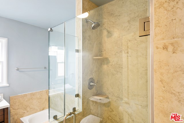 Baroom Shower