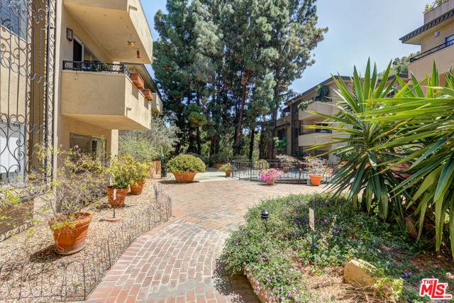 6728 Hillpark Drive, Los Angeles CA: https://media.crmls.org/mediaz/938C7E35-D201-4DF3-8719-2E729F74D8CB.jpg