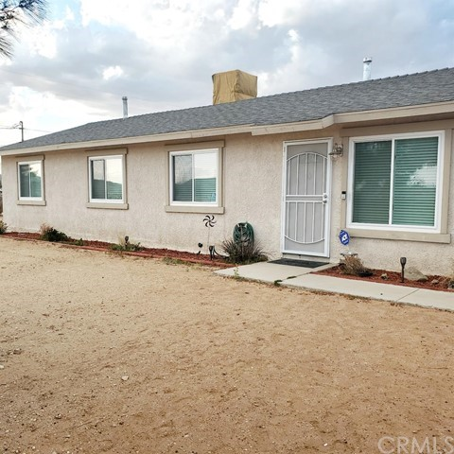 21560 Thunderbird Rd, Apple Valley, CA 92307