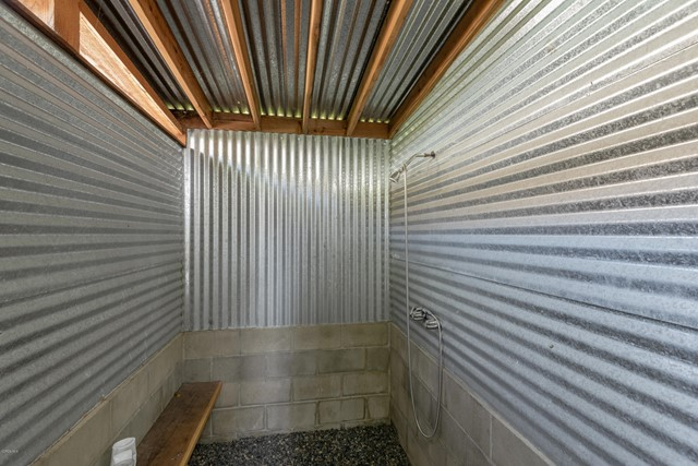 022_22-Outdoor Shower
