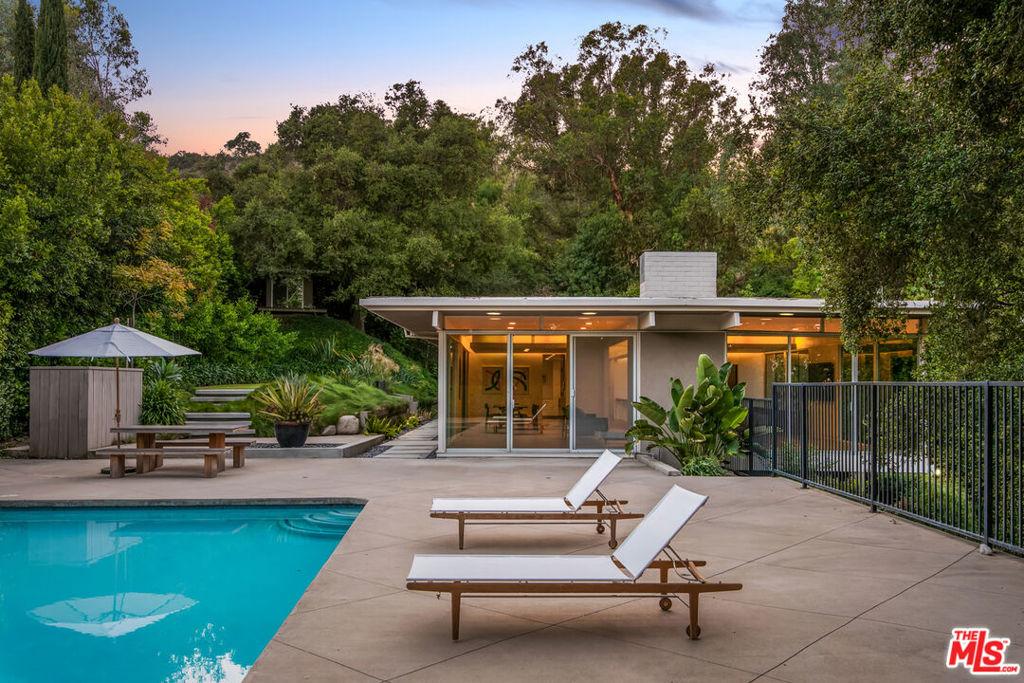 Photo of 1490 El Mirador Drive, Pasadena, CA 91103