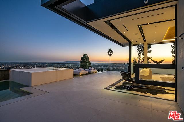 1561 BLUE JAY Way, Los Angeles, CA 90069