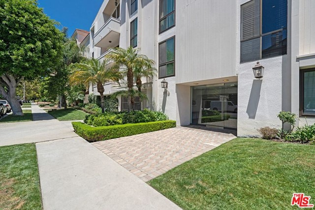 1550 GREENFIELD Avenue 302, Los Angeles, CA 90025