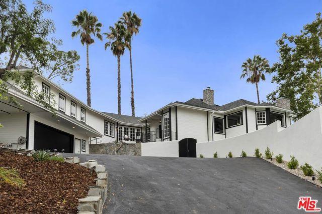 Photo of 4961 Casa Drive, Tarzana, CA 91356