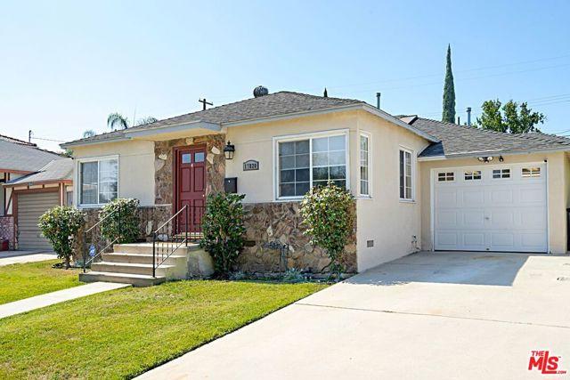 17820 Collins Street Encino, CA 91316