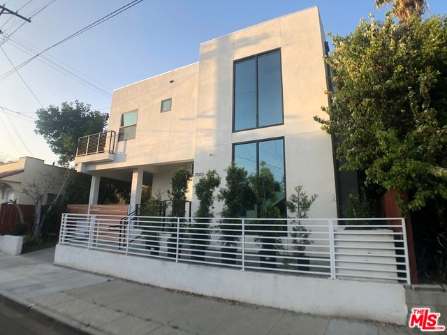 7015 WARING Avenue, Los Angeles, CA 90038