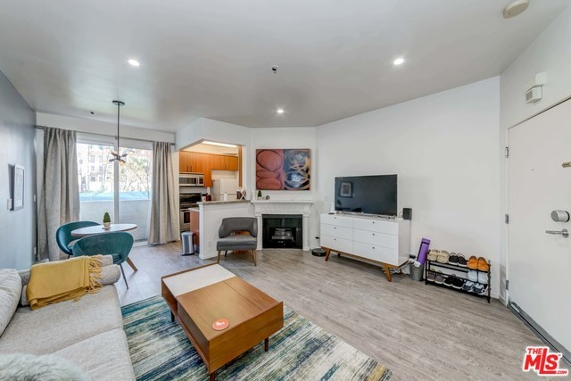 620 S GRAMERCY Place 111, Los Angeles, CA 90005