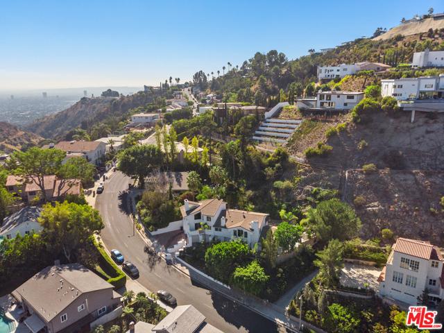 26. 2461 Jupiter Drive Los Angeles, CA 90046