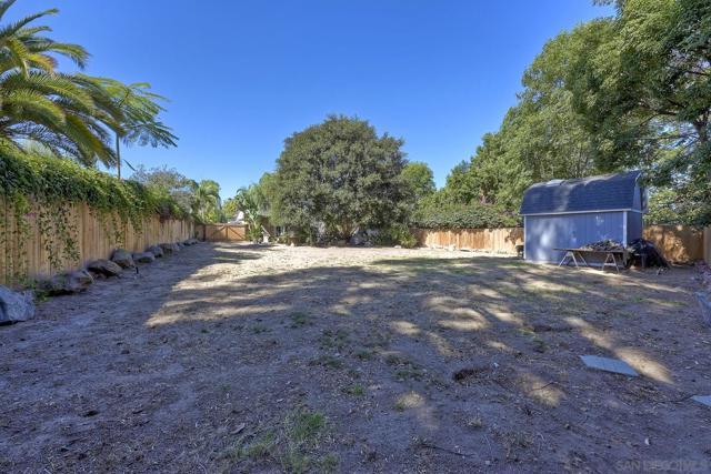 950 Eucalyptus Ave, Vista CA: https://media.crmls.org/mediaz/98ff42d5-449d-4194-928d-cac873fa276e.jpg
