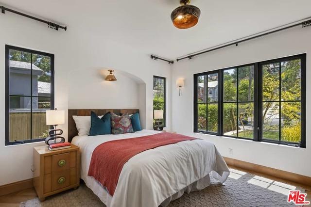 16. 1339 Coronado Terrace Los Angeles, CA 90026