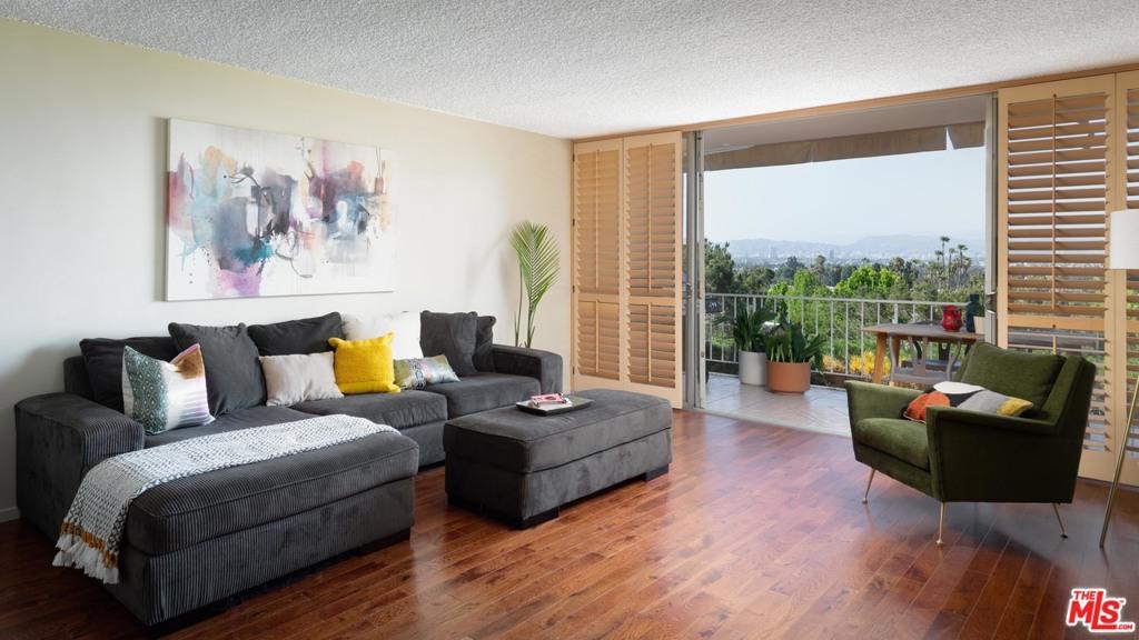 4577     Don Ricardo Drive, Los Angeles CA 90008