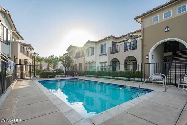 39. 461 Country Club Drive #111 Simi Valley, CA 93065