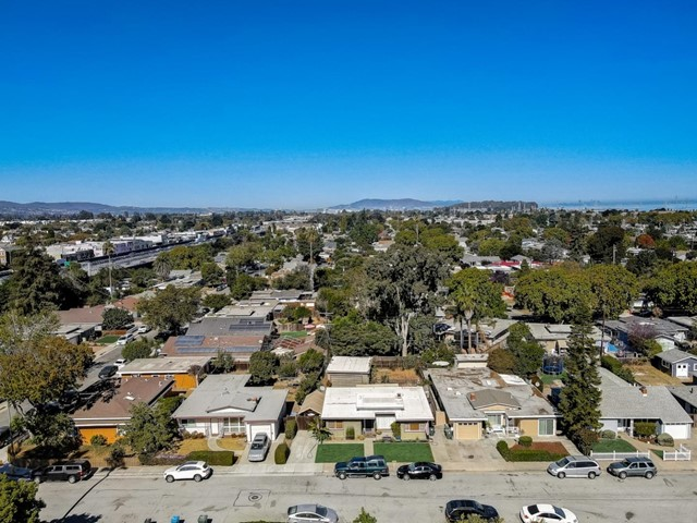 1118 Cobb Street, San Mateo CA: https://media.crmls.org/mediaz/9C2A024E-8270-4EFC-8754-BC5ED9AEE1AE.jpg