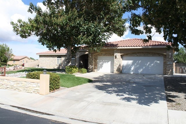 19238 Estancia Way, Apple Valley, CA 92308