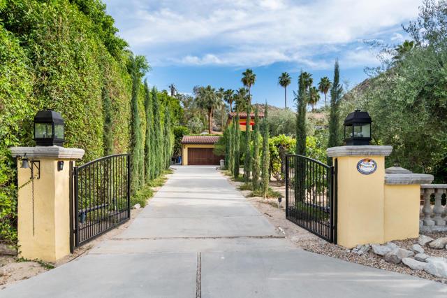 213 Camino Descanso, Palm Springs, CA 92264