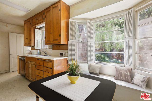 530 Avondale Av, Los Angeles, CA 90049 Photo 18