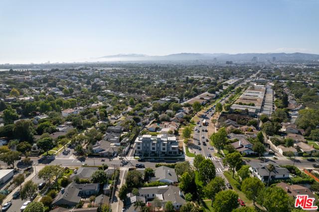 33. 3277 S Barrington Avenue Los Angeles, CA 90066