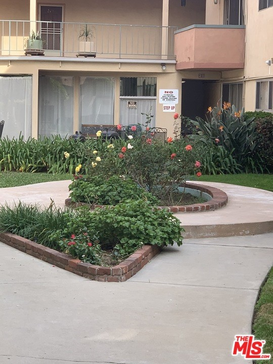 805 GLENWAY Drive 313, Inglewood, CA 90302