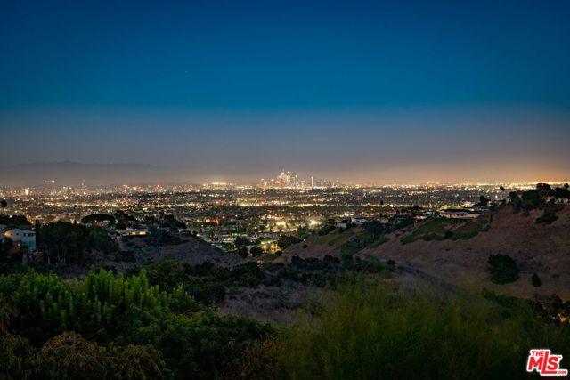 13. 4146 Mantova Drive Los Angeles, CA 90008