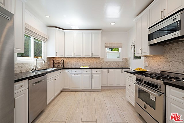 6. 9015 Rosewood Avenue West Hollywood, CA 90048