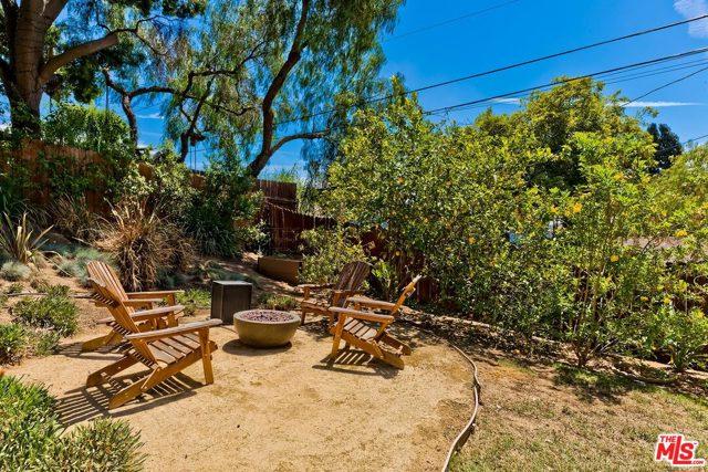 20. 2750 Medlow Avenue Los Angeles, CA 90065