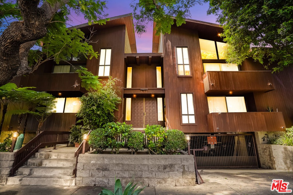 1747     Barry Avenue   106, Los Angeles CA 90025