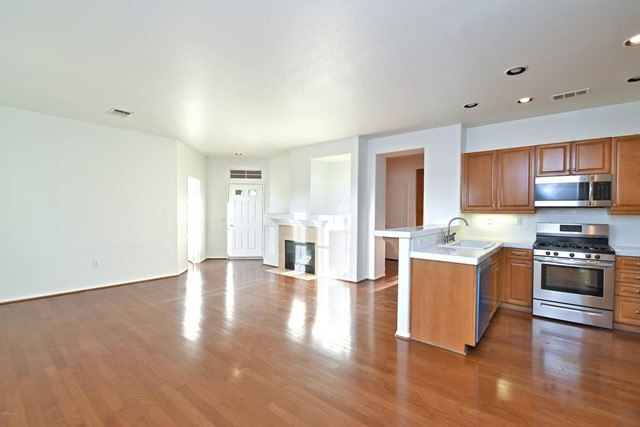 17977 Lost Canyon, Canyon Country, California 91387, 3 Bedrooms Bedrooms, ,2 BathroomsBathrooms,Townhouse,For Lease,Lost Canyon,221001812