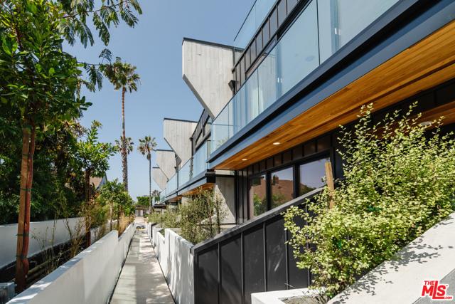 330 Rennie Avenue Venice, CA 90291