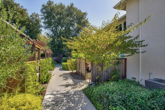 743 Roble Avenue, Menlo Park, CA 94025