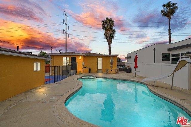 19. 6002 S La Cienega Boulevard Los Angeles, CA 90056