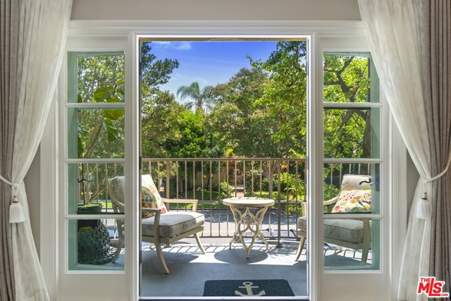 277 Spalding Drive, Beverly Hills, California 90212, 2 Bedrooms Bedrooms, ,3 BathroomsBathrooms,Single Family Residence,For Sale,Spalding,20597376