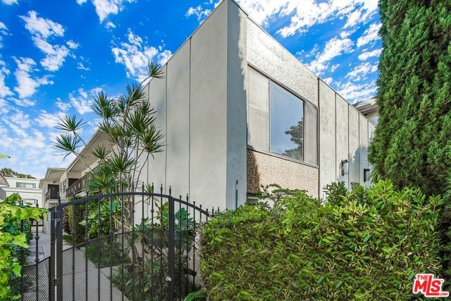 1288 BARRY Avenue, Los Angeles, CA 90025