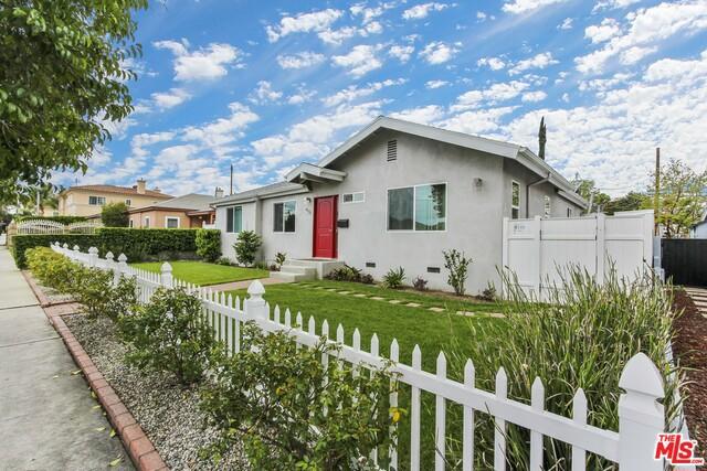 6131 WILBUR Avenue, Tarzana, CA 91335