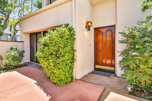 18735 Hatteras Street 40, Tarzana, CA 91356