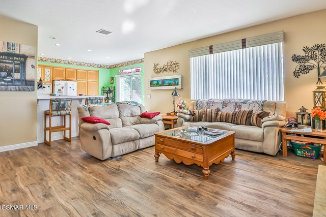 15. 215 Southcrest Place Simi Valley, CA 93065
