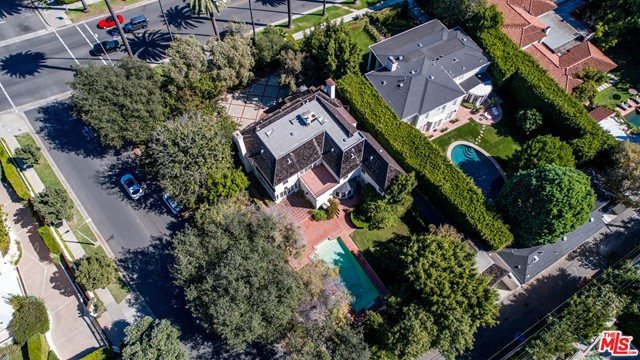 Tucked away in the heart of Beverly Hills, this remarkable colonial revival home boasts a lot size of 17,300 square feet. 632 North Beverly Drive offers a rare opportunity to purchase an oversized lot in the sought-after Flats of Beverly Hills. With its sprawling floor plan and abundance of natural light, this home provides great bones for a luxury rehab. Located walking distance from the shops and restaurants of the Golden Triangle, this is a must-see opportunity.
