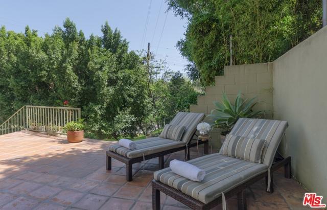 19. 8100 MULHOLLAND Terrace Los Angeles, CA 90046